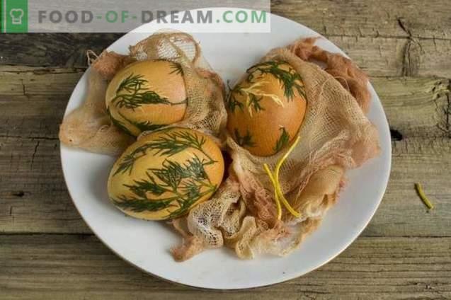 Hoe eieren voor Pasen te schilderen met kurkuma, uienschil, gaas ...