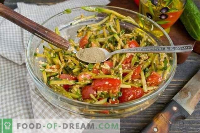 Salade met avocado, tomaten en komkommers