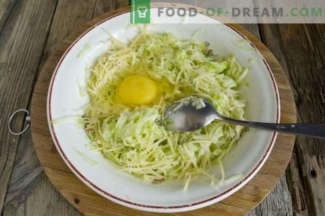Smakelijke courgettebeignets met kaas en knoflook