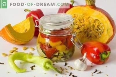 Salade met pompoen en paprika in een geurende marinade voor de winter