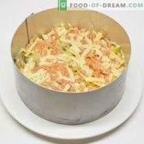 Feestelijke salade met kaas en gebakken knoflook