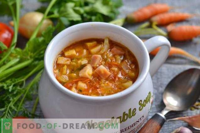 Simple vegetable soup with ham