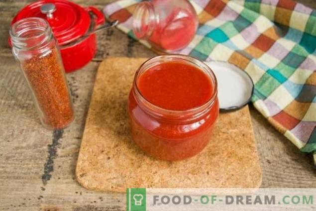 Ketchup à la tomate et prunes d'hiver faits maison