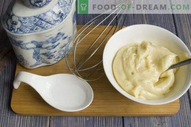 Provençaalse zelfgemaakte mayonaise voor salade