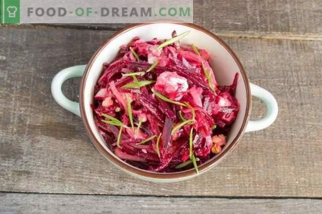 Rode bietensalade met uien, kaas en walnoten