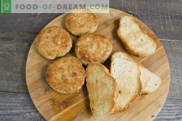 Hete broodjes met gehaktballen in de oven