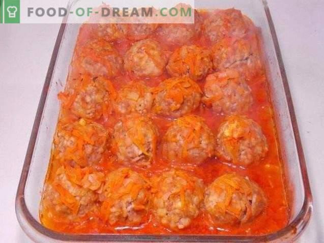 Gehaktballetjes gebakken in tomatensaus