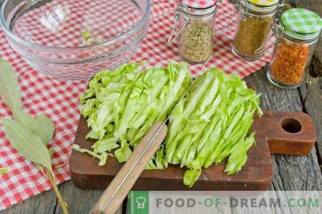 Salat mit Sauerkraut, Schinken und Crackern