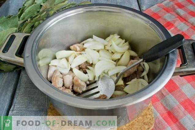 Borsch met vlees en bietenbovenkanten