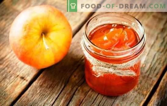 Appels op siroop voor de winter met plakjes - zomerdessert in de winterkou. Het oogsten van appels op siroop voor de winter met plakjes kaneel, salie en vanille