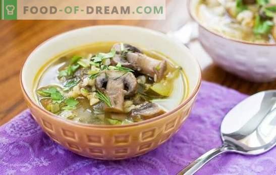 Champignonsoep met Alkmaarse gort is een stevig en gemakkelijk te bereiden gerecht. Originele recepten van champignonsoep met parelgerst