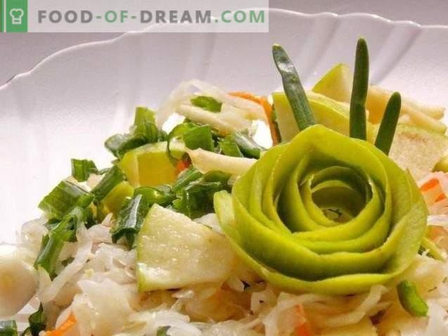 Salade van zuurkool met appel- en groene uien