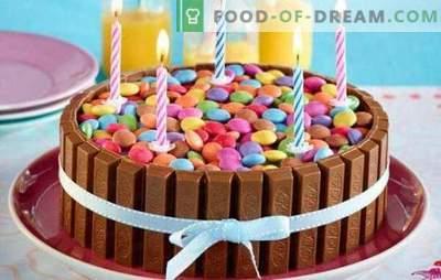 Chocoladecake - ongewone volgende! Recepten van originele chocolade, witte en donkere chocoladekoekjes