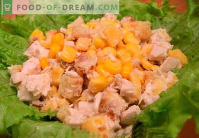 Salade met crackers en maïs - de beste recepten. Hoe goed en smakelijk een salade bereiden met crackers en maïs.