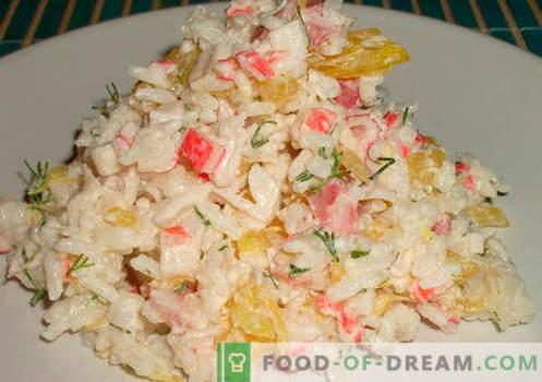 Salade met rijst en maïs - een selectie van de beste recepten. Hoe goed en smakelijk om een salade te koken met rijst en maïs.