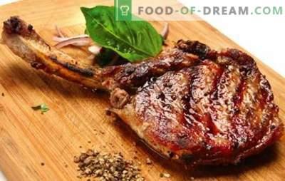Varkensvlees op het bot - recepten voor het lekkerste vlees. Hoe varkensvlees op het bot te koken in de oven, in de pot en op het fornuis