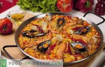 Paella met zeevruchten - plov in Spaanse stijl. Paella koken met zeevruchten en bonen, maïs, erwten, vis
