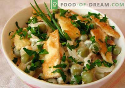 Omelette salade - een selectie van de beste recepten. Hoe goed en smakelijk gekookte salade met roerei.
