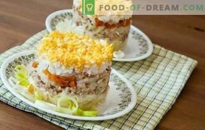 Vissalade met ei is een sappige feestelijke schotel. Een selectie van originele vissalades met eieren, groenten, peulvruchten en fruit