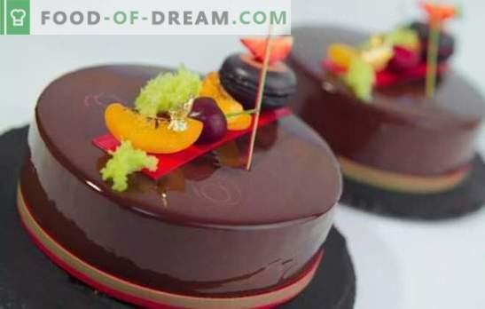 Moussecake met spiegelglans is een stralend dessert! Het koken van heerlijke moussecakes met een spiegelglazuur