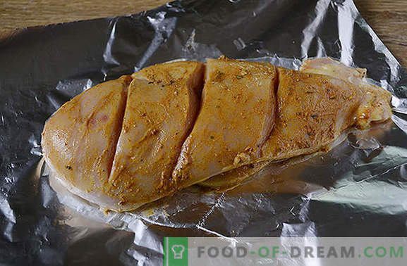 Kipfilet in folie in een slowcooker: eiwitrijk en caloriearm gerecht. Diversifiëring dieet - bak de borst in folie in een slow cooker!