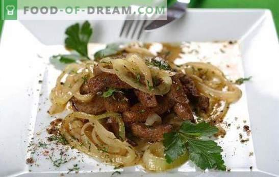 Runderlever met uien - kook snel! Verschillende recepten van leverrundvlees met uien en wortelen, zure room, aardappelen