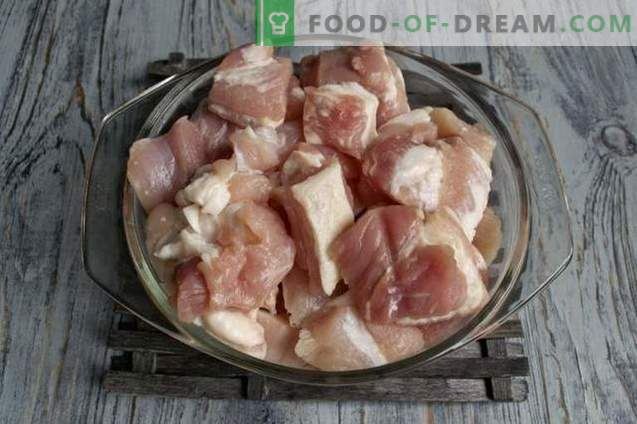 Varkensvleesspiesjes aan een spies in de oven