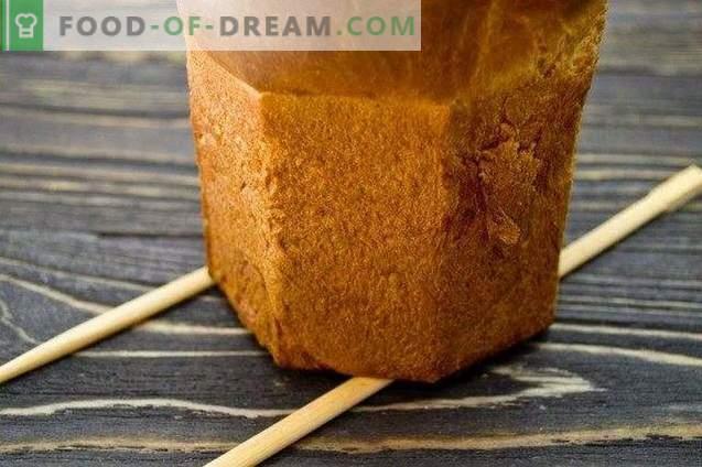 Paascake met honing en gekonfijt fruit