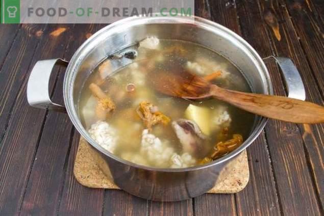 Champignonsoep met bonen en aardappelen