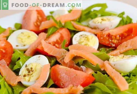Salade met recepten voor zalm en eieren voor een vakantie en voor elke dag