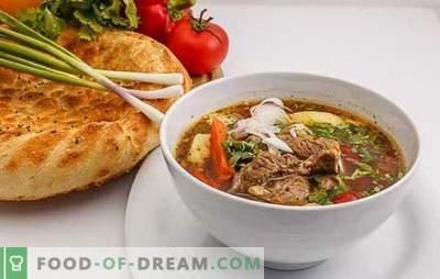Shurpa in Oezbeeks is een win-winversie van voedzaam heet. Op smaak gebrachte, heerlijke Oezbeekse shurpa met lam, rundvlees