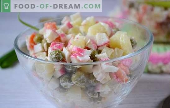 Salade met krabsticks en groene erwten: een universeel recept voor een vakantie en op weekdagen. Stapsgewijs recept voor het bereiden van een salade met krabsticks en erwten (foto)
