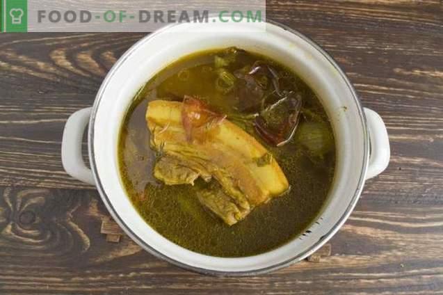 Varkensvlees, gekookt in uienschil