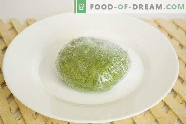 Huisgemaakte pasta met spinazie en groene erwtensaus