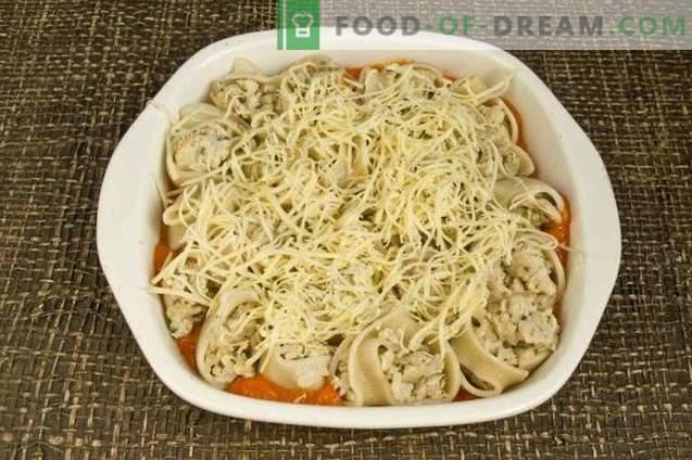Gevulde pasta in tomatensaus