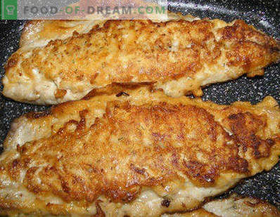 Makreel koken in een braadpan. Fried Mackerel