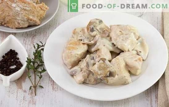 Chicken beef stroganoff - een gerecht voor elke smaak en elk budget. Kiprund stroganoff met zure room, ui, champignons, tomaten