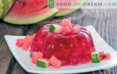 Verfrissende watermeloengelei - een selectie van lichte desserts voor kinderen en volwassenen. Hoe maak je een watermeloengelei voor de vakantie en bereid je voor op de winter