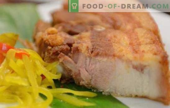 Borst in uienschil is een alternatief voor gerookt spek. Recepten voor bacon in uischil en opties voor gerechten erbij