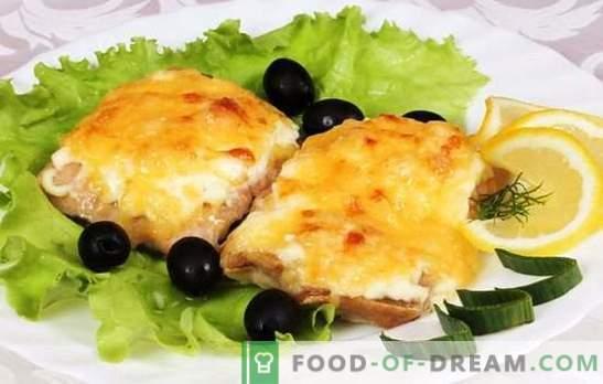 Roze zalm gebakken in de oven met kaas: betaalbaar en smakelijk. Een selectie van eenvoudige recepten van roze zalm, gebakken in de oven met kaas