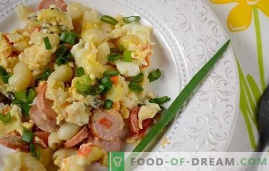 Pasta met eieren, worst en champignons: een snelle oplossing voor het ontbijt- of avondprobleem. Foto recept: pasta met champignons en worstjes koken, stap voor stap