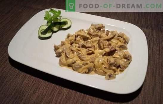 Beef stroganoff met zure room is een klassieker! Koken beefstroganoff met zure room, champignons en groenten