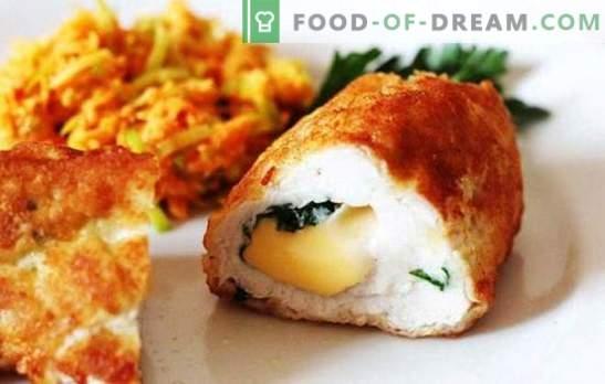 Gehakt en natuurlijk - kiprolletjes met kaas van verschillende variëteiten. Kippenbroodjes met kaas en gedroogde pruimen, gedroogde abrikozen, spekjes