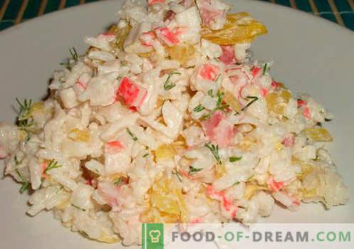 Krabsalade met rijst - bewezen recepten. Hoe krab salade met rijst te koken.