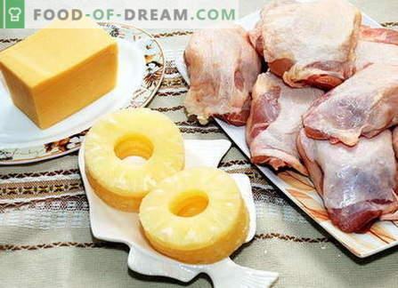 Kip met kaas: salades en kip gebakken met kaas in de oven.