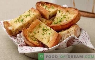 Wit brood croutons - voor ontbijt of als dessert. Recepten toast van wit brood in het Spaans en het Welsh, met kaas, roerei, bananen