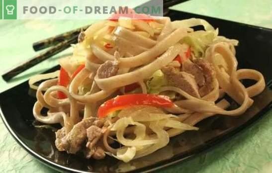 Noodles met varkensvlees: veel manieren om een eenvoudig gerecht te bereiden en te serveren. Hoe lekker en snel noedels koken met varkensvlees