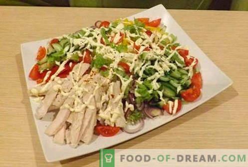 Kipfilet salades - vijf beste recepten. Hoe goed en lekker salades bereiden met kipfilet.
