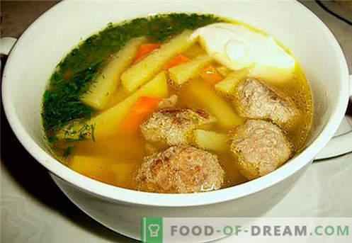 Kippenbouillon - de beste recepten. Hoe goed en smakelijk kipbouillon koken.