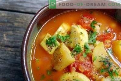 Mit Gemüse gedünstete Zucchini